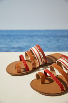 Womensecret Коричневые сандалии на плоской подошве с ремешками бежевый