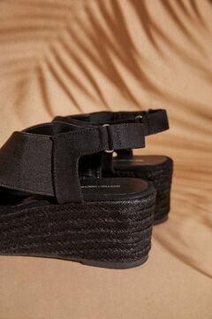 Womensecret Черные босоножки на танкетке с перекрестными ремешками черный