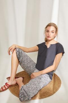 Womensecret Пижама с верхом с короткими рукавами и брюками капри из 100% хлопка с этническим цветочным принтом серый